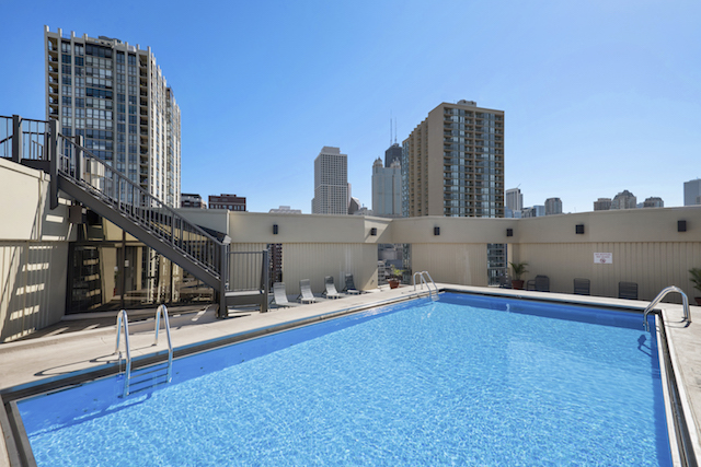 rooftop swimming pool at Gold Coast Chicago apartments for rent at 1120 N. LaSalle Apartments