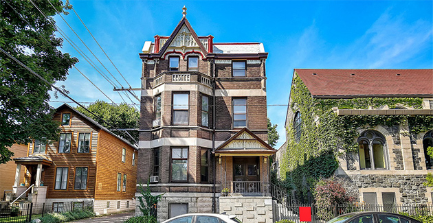 exterior of brick Victorian style apartment building in Wicker Park Chicago