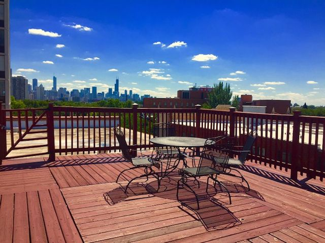 rooftop deck with views of Chicago city skyline in Lincoln Park apartment building