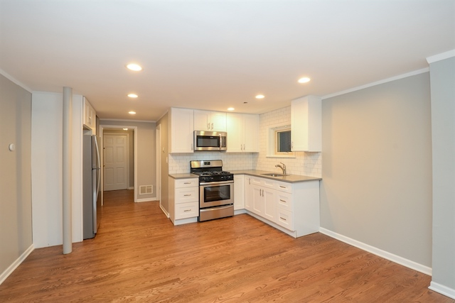 kitchen in renovated 1 bedroom apartment for rent in Lakeview Chicago