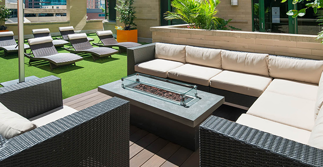 rooftop terrace at 420 E Ohio apartments in Streeterville Chicago