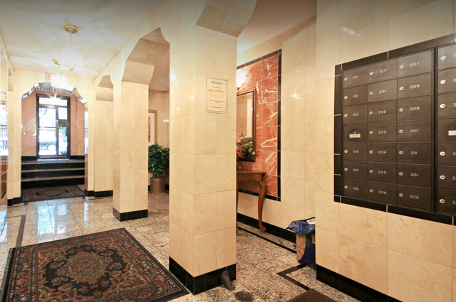 Lobby entrance of vintage apartment for rent in Lakeview building at 644 W Surf St, Chicago, IL
