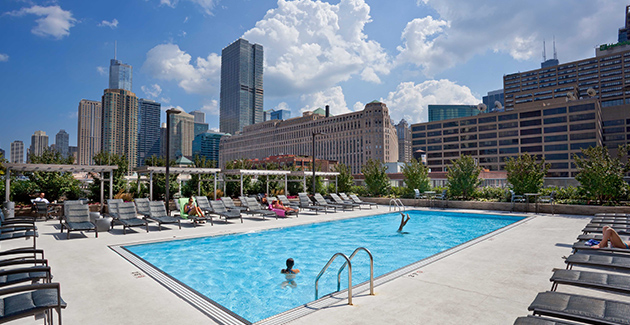 rooftop swimming pool of Hubbard Place apartments for rent in River North