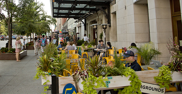 outdoor seating at coffee shop in the Loop, Chicago, IL