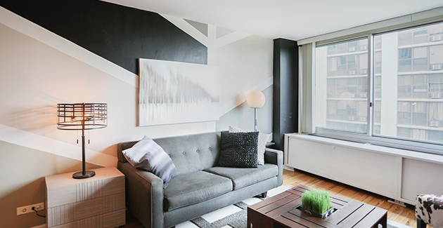 living room of apartment for rent at The Covington Apartments in Uptown, Chicago