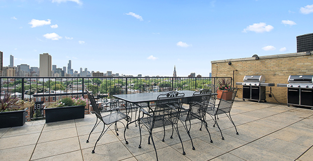 rooftop patio of vintage Lincoln Park apartments in The Park View