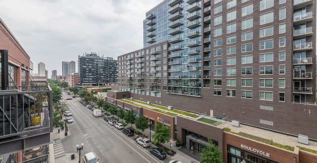 apartments for rent at The Scott Residences are connected with Old Town's shopping district on Wells Street