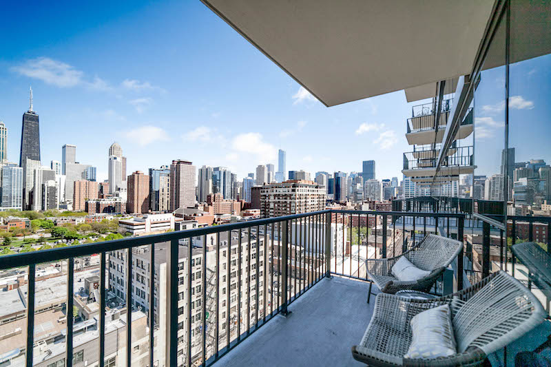 Chicago city skyline view from the balcony of apartment for rent at Niche 905 in River North