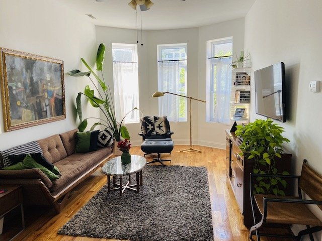 living room of Chicago 2 bedroom apartment for rent with marble topped coffee table and grey area rug