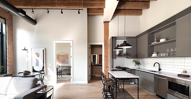 loft apartment for rent in River West neighborhood of Chicago with exposed timber beams and high ceilngs