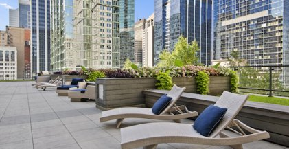 lounge chairs on sun deck of downtown Chicago apartment building 200 Squared