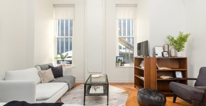studio apartment with high ceilings and hardwood floors in Chicago Loop neighborhood