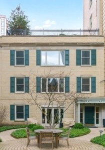 exterior of coach house for rent in chicago