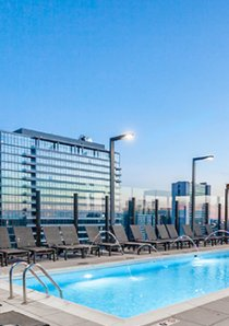 rooftop swimming pool of River North apartment building in Chicago