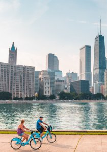 bicyclists riding DIvvy rental bikes near Lake Michigan in Chicago