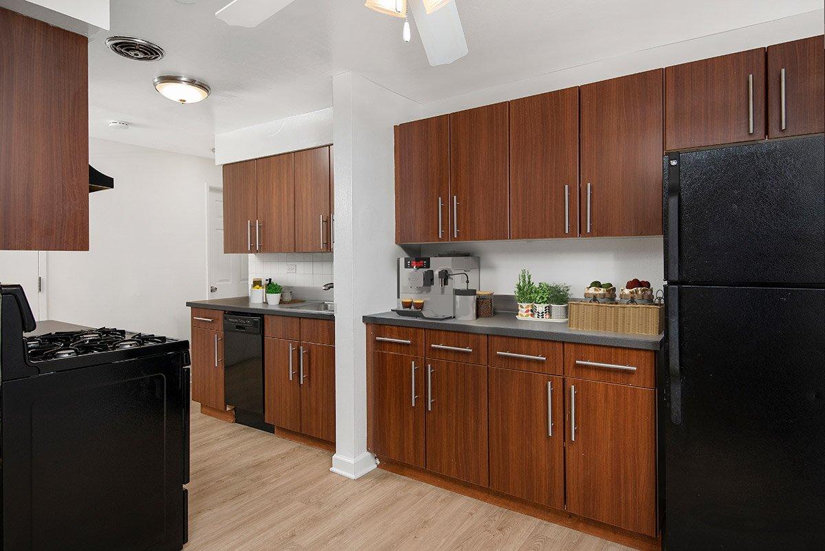 3510 N Pine Grove Apartments