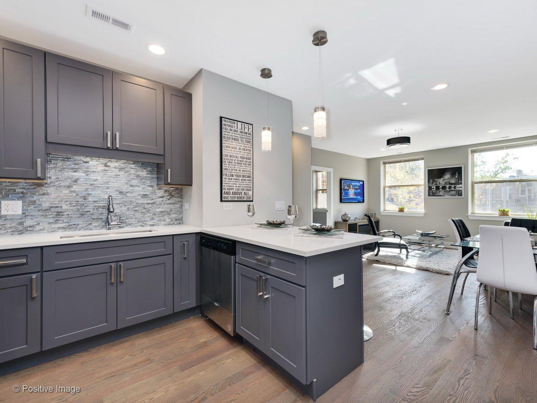 model kitchen apartment at 3570 North Avondale Apartments
