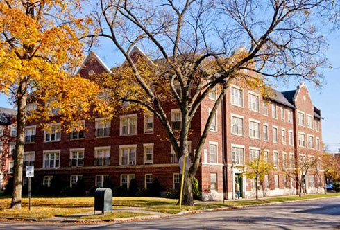 corner of 1303 Maple Apartments in Evanston ILinois