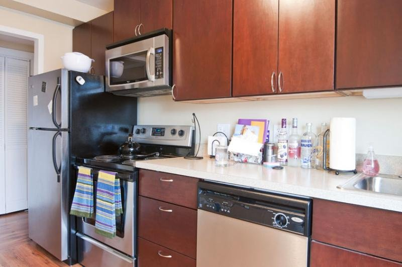 model apartment kitchen at 1410 Chicago Apartments in Evanston, IL
