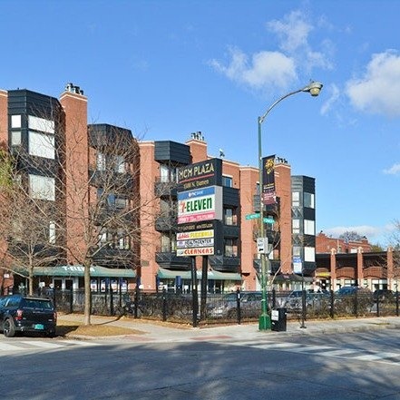 exterior front of 1500 North damen Apartments in Wicker Park Chicago