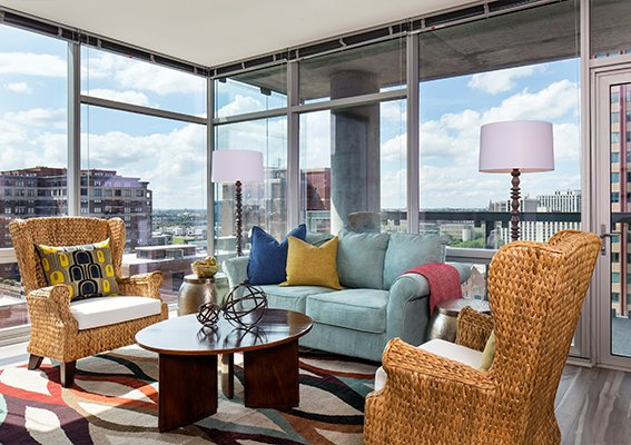living rom with iew of downtown Chicago at Eight O Five Apartments