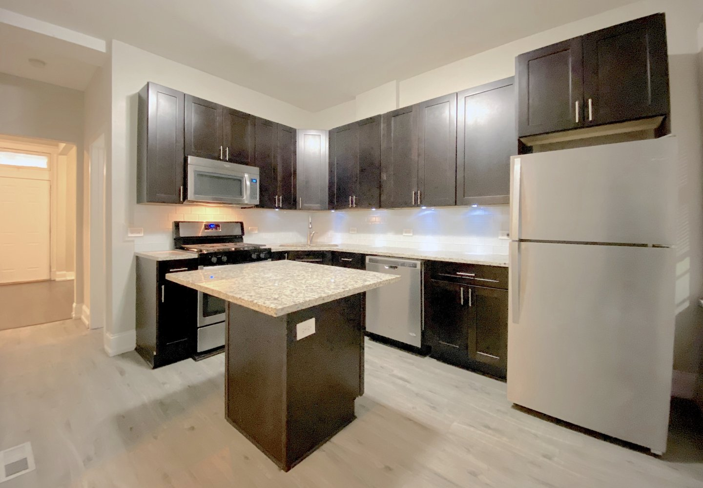 909 N Leavitt Apartments
