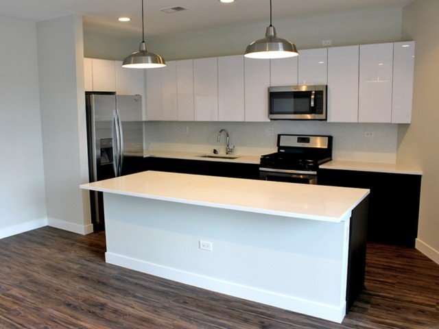 typcial white cabinet kitchen at 1045 West Cornelia Apartments in Lakeview