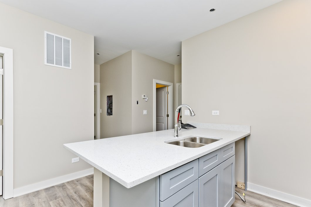 3601 West Ainslie Apartments