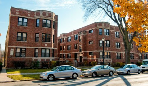 courtyard  and red brick facade of 2121 Ridge Apartments