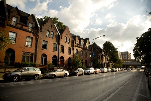 Apartment fronts on Fullerton Ave near DePaul University Lincoln Park Campus