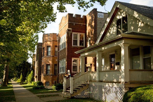 Single family home and front porch in Arcadia Terrace Chicago